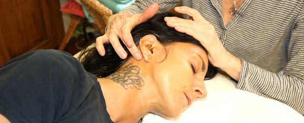 ayurvedische marma-Massage bei der Karna Purana Anwendung