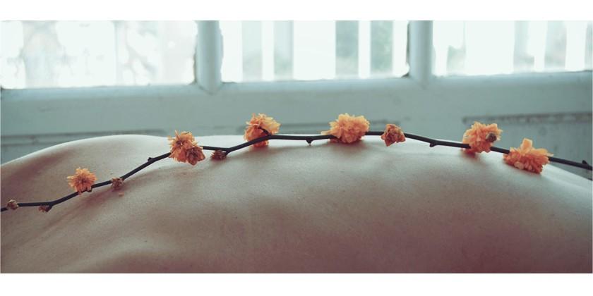 Massage-Anleitung - Trockenmassage mit Garshan Handschuh und Klosterbürste